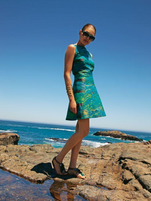 Сукня відрізна без рукавів