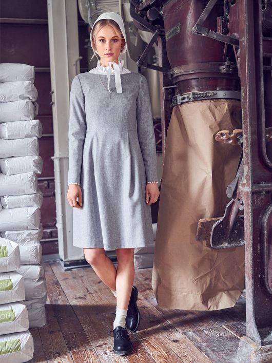 Сукня з рельєфними швами та м'якими складками
