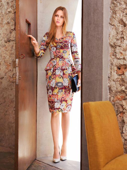 Сукня відрізна з V-подібними вирізами
