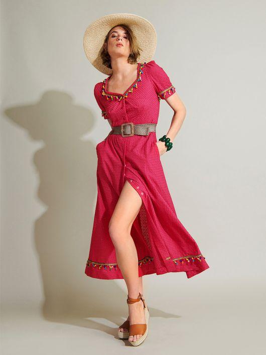 Сукня довжини міді з широким вирізом