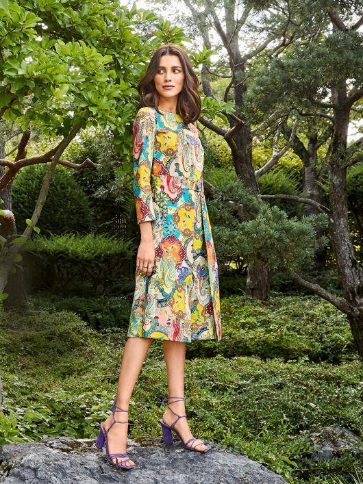 Сукня відрізна з відлітними полотнищами на спідниці