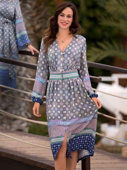 Сукня приталеного крою з пишними рукавами
