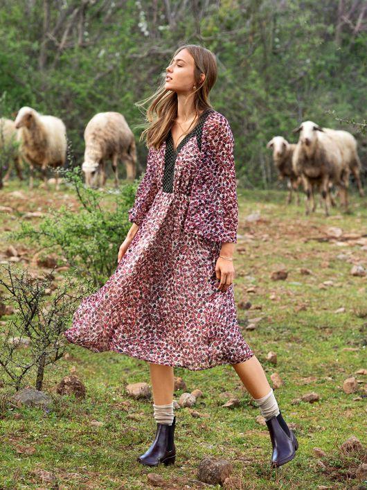 Сукня відрізна з фігурними планками