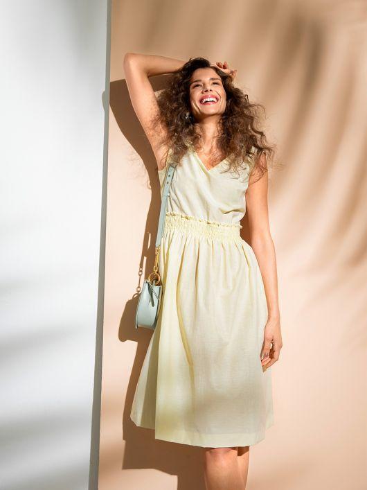 Сукня приталеного крою з буфами