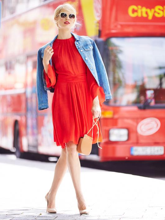 Сукня з рукавами реглан і пишною спідницею