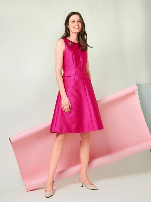 Сукня відрізна з декоративними клапанами у швах