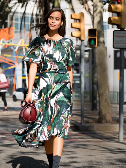 Сукня відрізна з рукавами-крильцями
