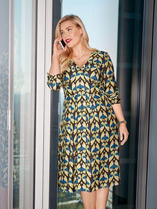 Сукня відрізна з широким вшивним поясом