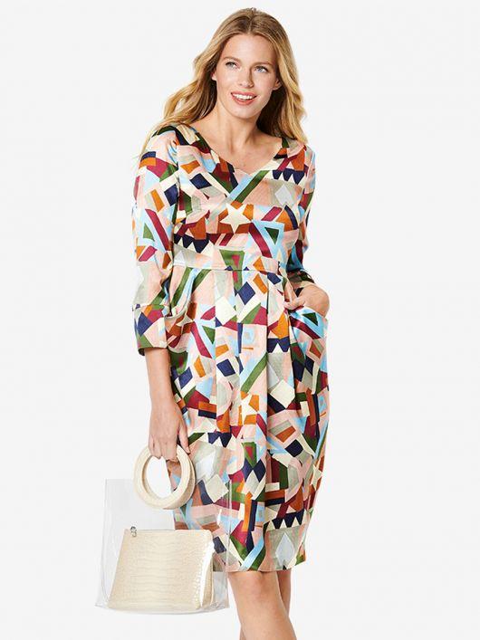 Платье приталенного кроя с отлетными карманами