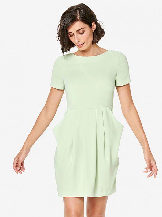 Сукня приталеного силуету із відлітними кишенями