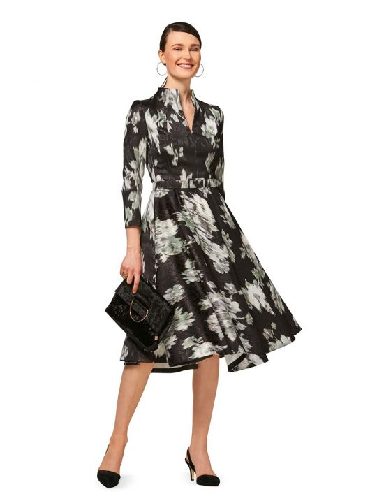 Сукня відрізна із суцільнокроєним коміром-стойкою