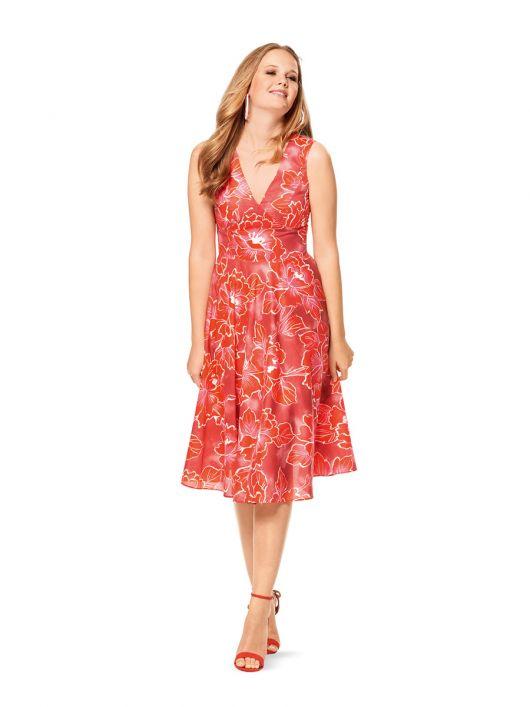 Сукня відрізна з глибоким вирізом горловини