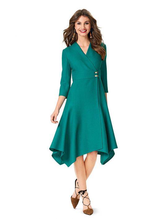 Сукня з ефектом запаху і асиметричним нижнім краєм