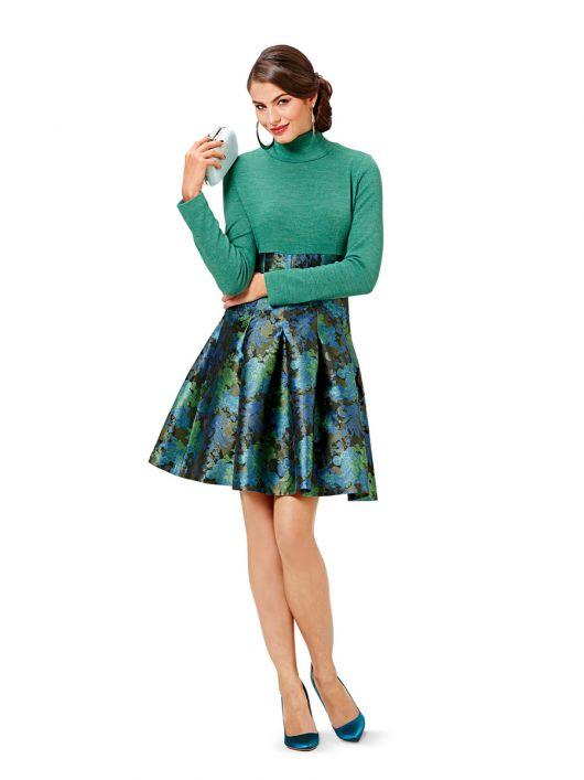Сукня зі спідницею в складку і високим коміром-стойкою