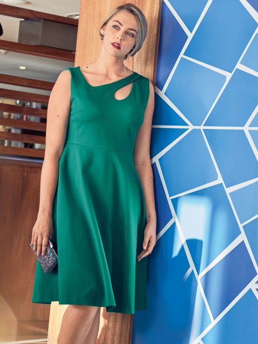 Сукня приталеного крою з широкою спідницею