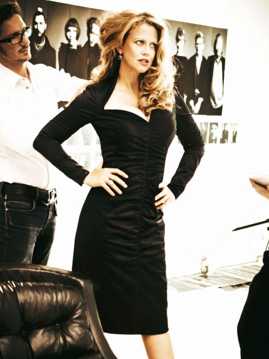 Сукня вузького крою з широким декольте