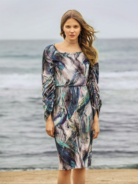 Сукня приталеного крою з призбореними рукавами