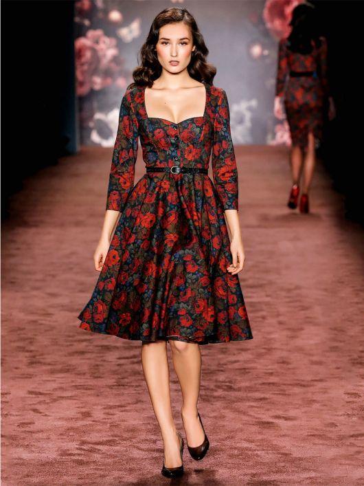 Сукня з ліфом-корсажем і вирізом-сердечком