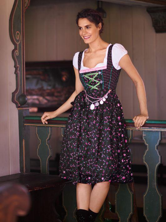 Сукня з пишною спідницею і фартух