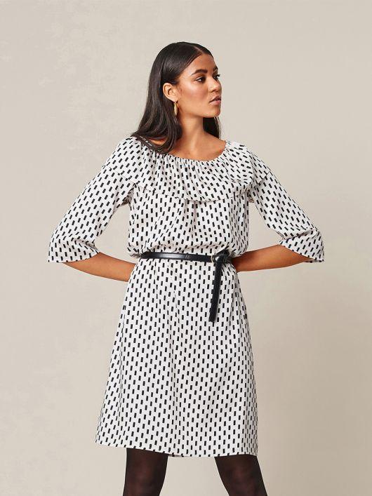 Платье с оборкой в стиле кармен