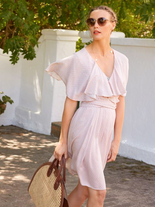 Сукня міні з воланами і широким поясом