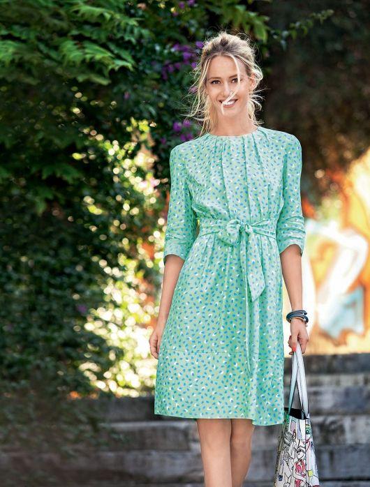 Сукня зі складками біля горловини