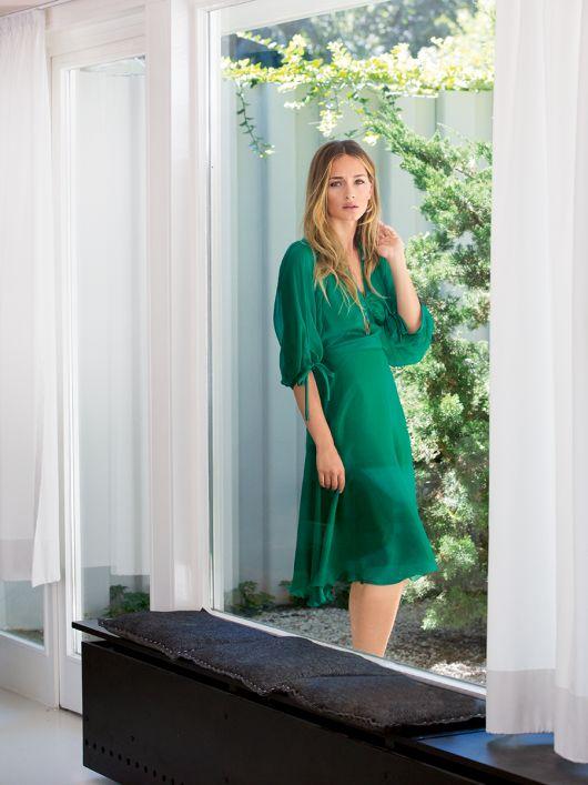 Сукня приталена з пишними рукавами