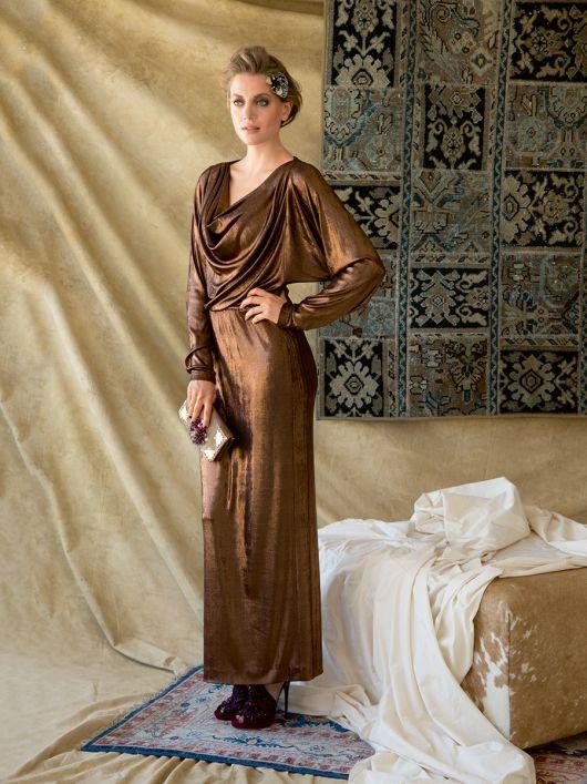 Довга сукня з драпіровкою на переді