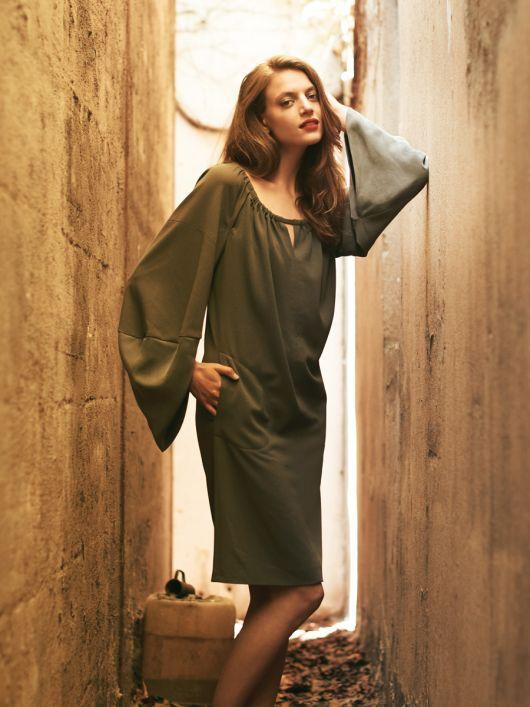 Сукня з оригінальними рукавами реглан