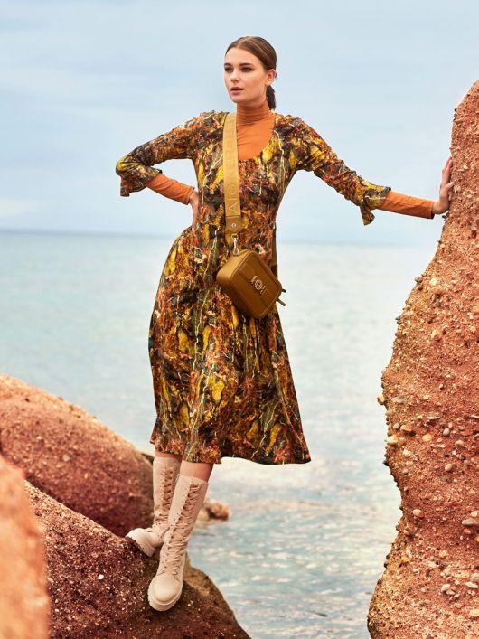 Сукня трикотажна з воланами на рукавах