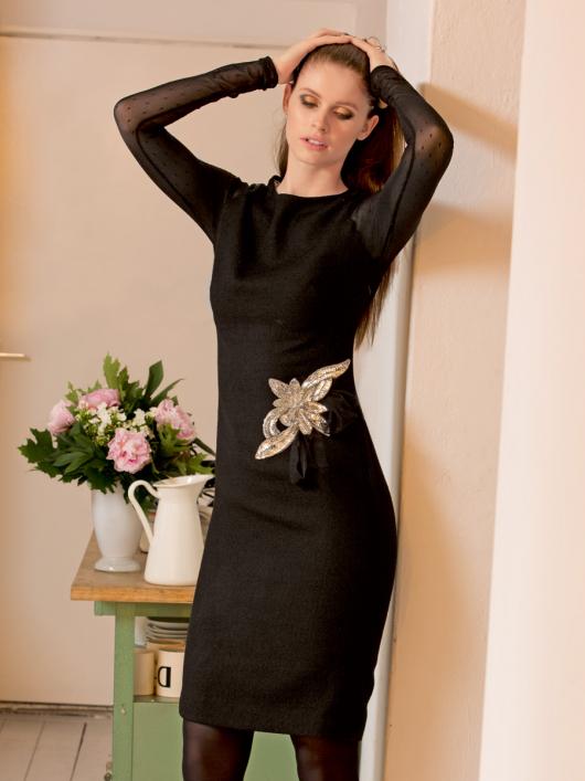 Сукня приталеного крою з рукавами реглан