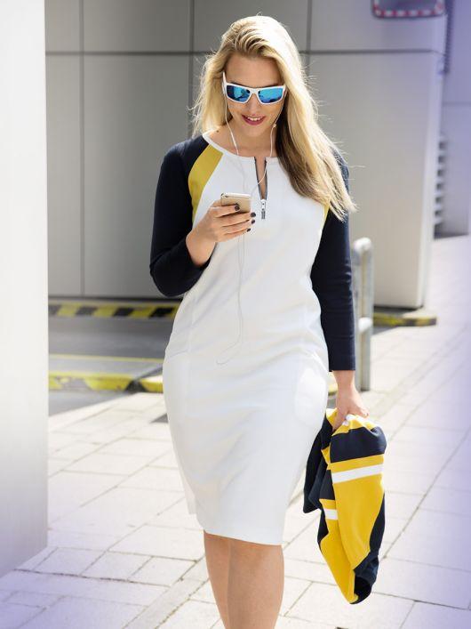 Сукня прямого крою в спортивному стилі