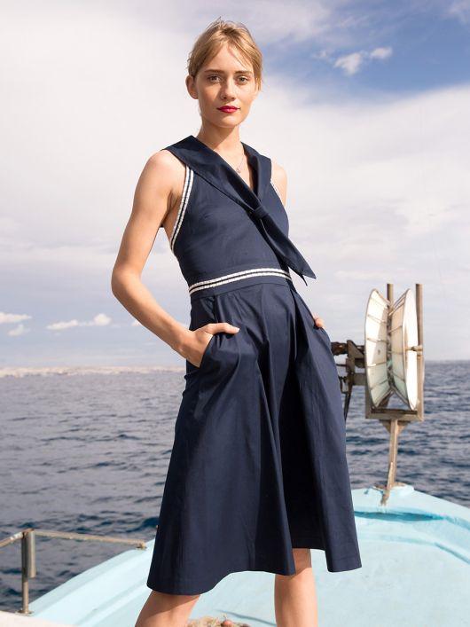 Сукня на бретелях в морському стилі