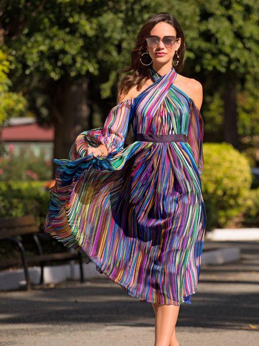Сукня з відкритими плечима і рукавами-балон