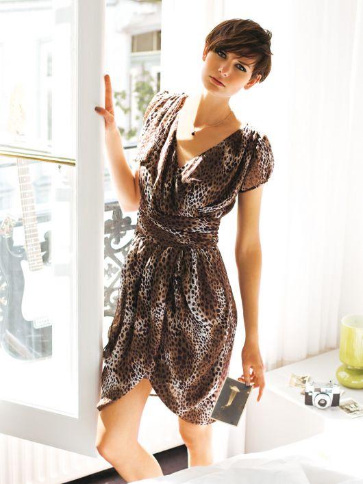 Сукня з креп-шифону з одним рукавом