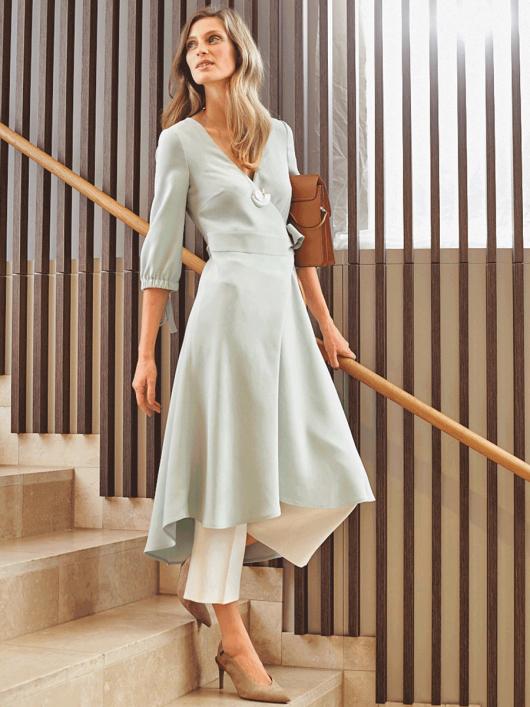 Сукня з запахом і асиметричним низом