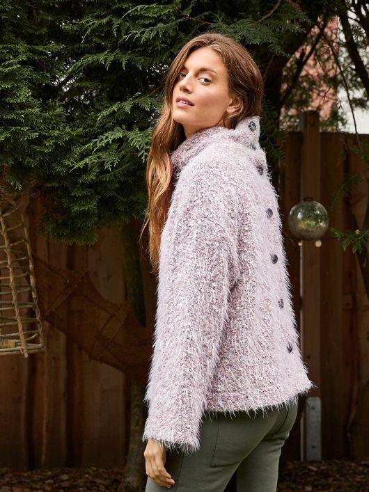 Пуловер с высоким воротником и застежкой на спинке