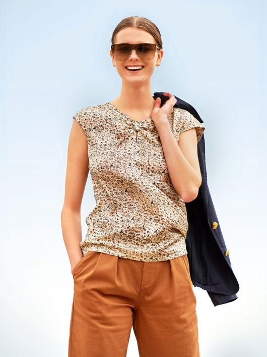 Блузка прямого крою з приспущеними проймами