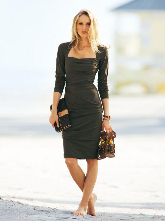 Сукня по фігурі з драпіровками
