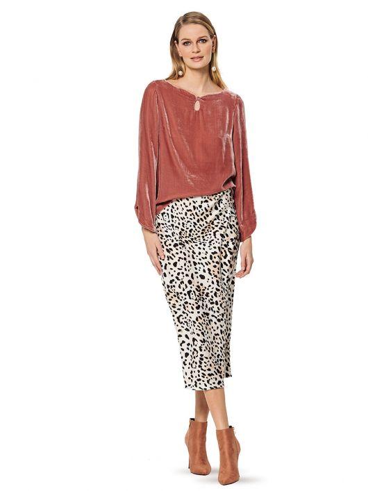 Блуза прямого крою з вирізом-крапелькою