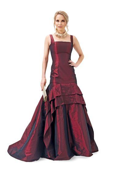 Сукня-бюстьє з пишною спідницею зі шлейфом