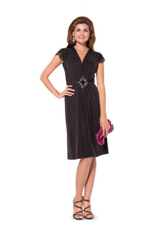 Сукня трикотажна з глибоким вирізом