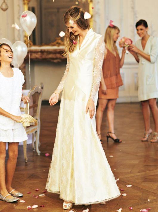 Сукня весільна з високим коміром