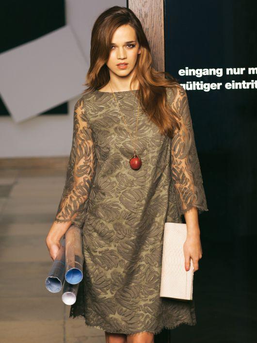 Сукня А-силуету з мереживного полотна