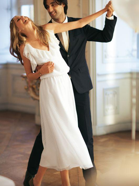 Сукня весільна на бретелях спагеті