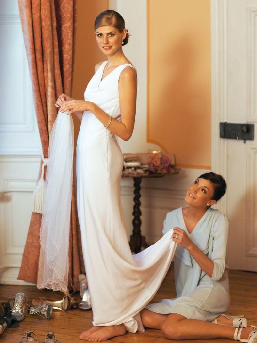 Сукня весільна із драпірованою горловиною