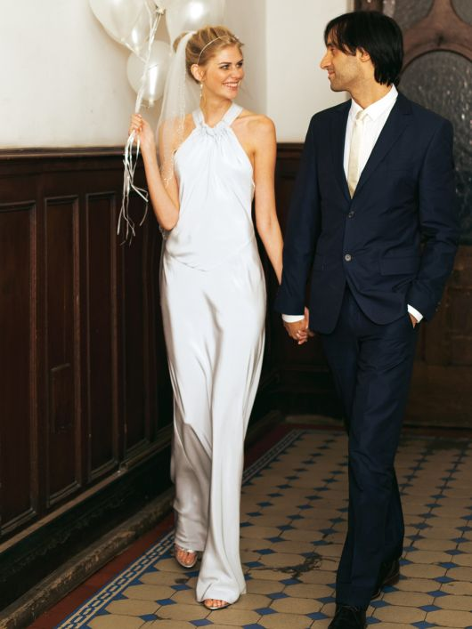 Сукня весільна довга з відкритими плечима