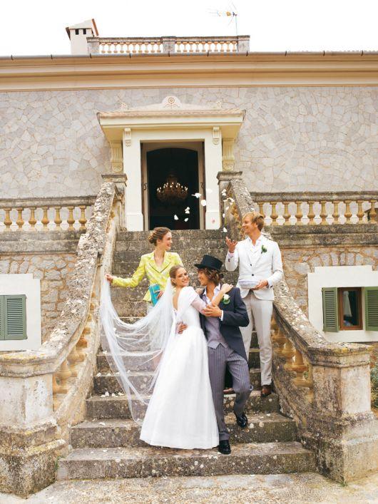 Сукня весільна довга з широким коміром