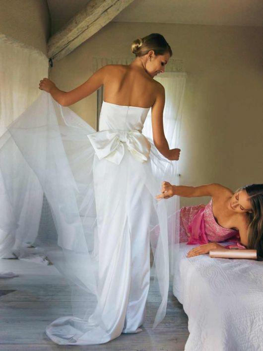 Сукня весільна зі шлейфом і верхньою спідницею