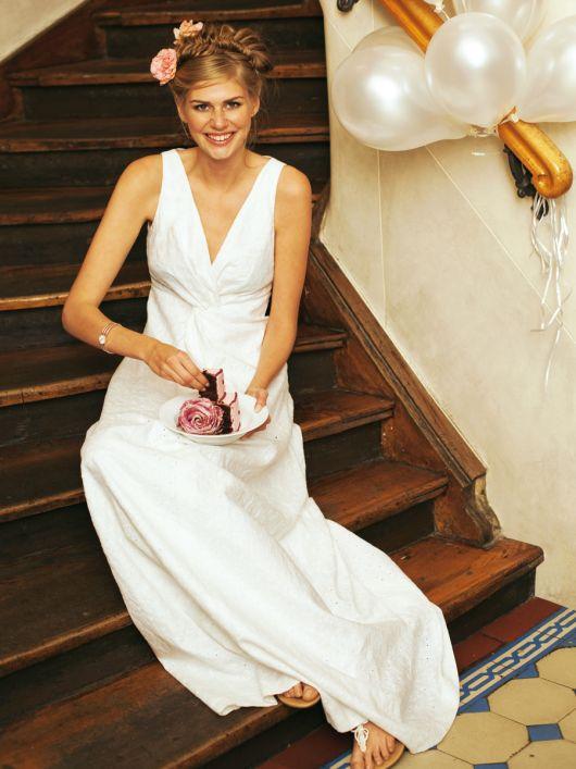 Сукня весільна з вишитого льону